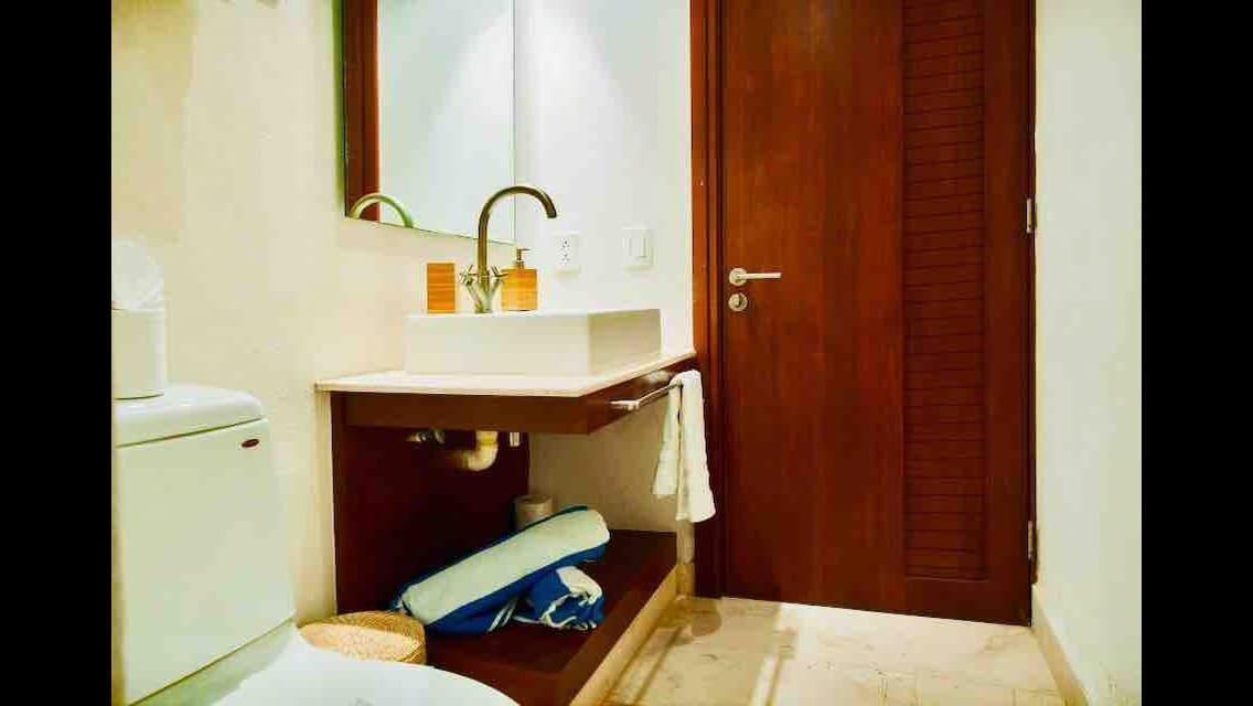 17 de 32: Baño cuarto de visitas