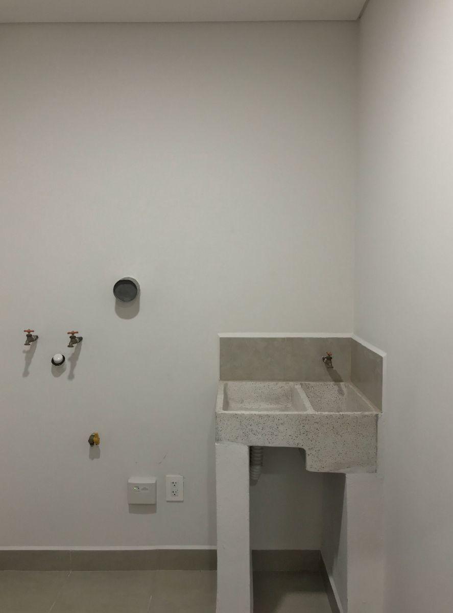 18 de 35: Área de lavado/cuarto de servicio