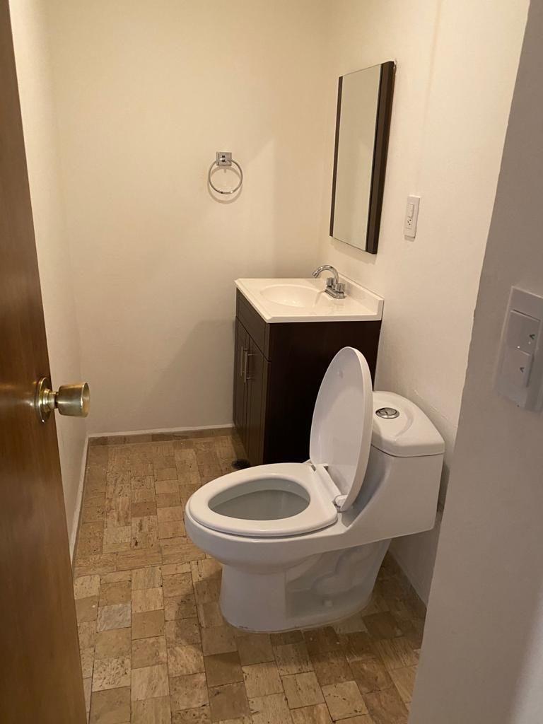 11 de 40: medio baño de visitas