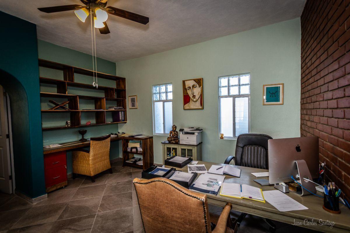 4 of 13: Amplio espacio para estudio,oficina o para otra sala