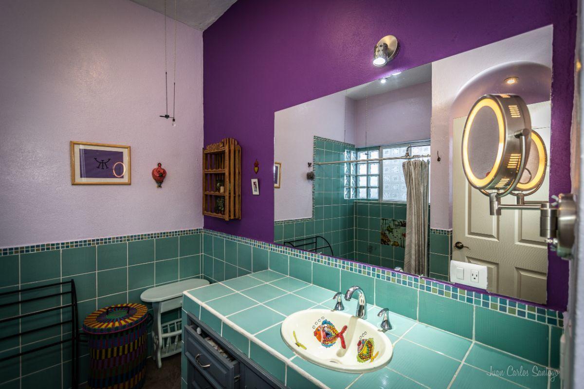 6 of 13: Baños de azulejo