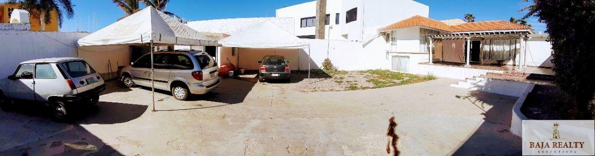 5 de 41: Area amplia de estacionamiento, capacidad 10 vehículos.