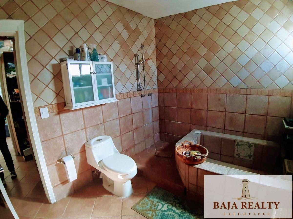 27 de 41: Baño Recamara principal bañera y regadera