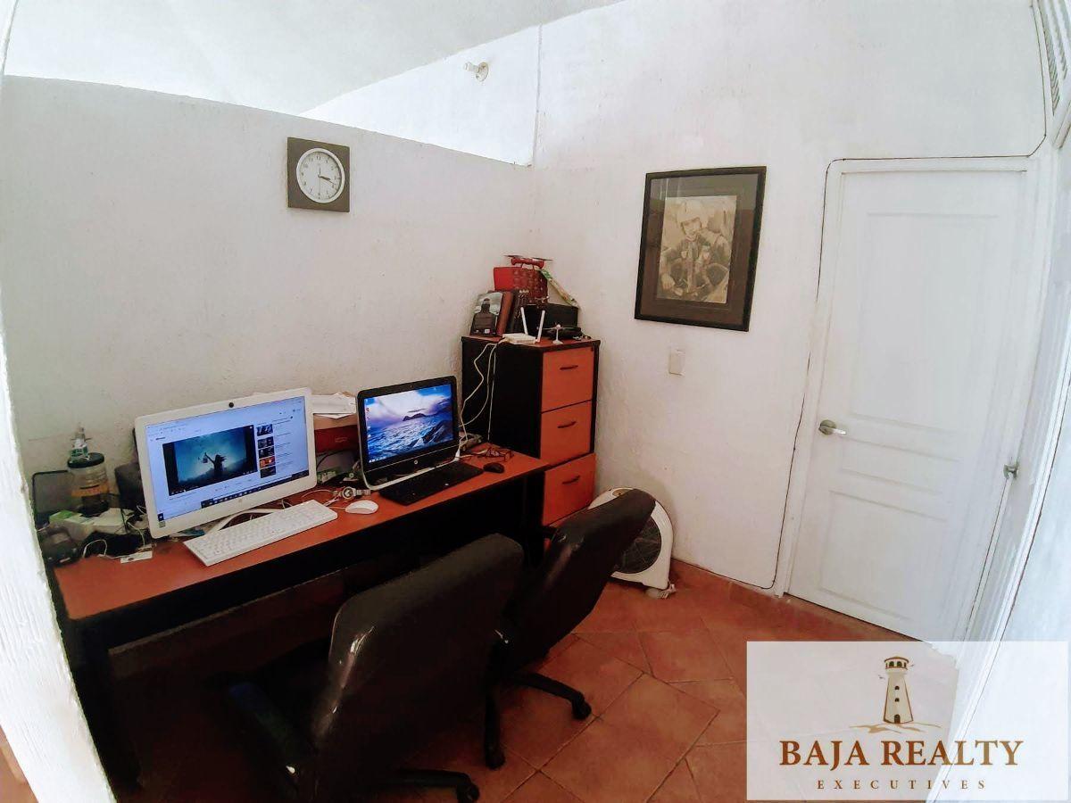 30 de 41: Área de trabajo (oficina)