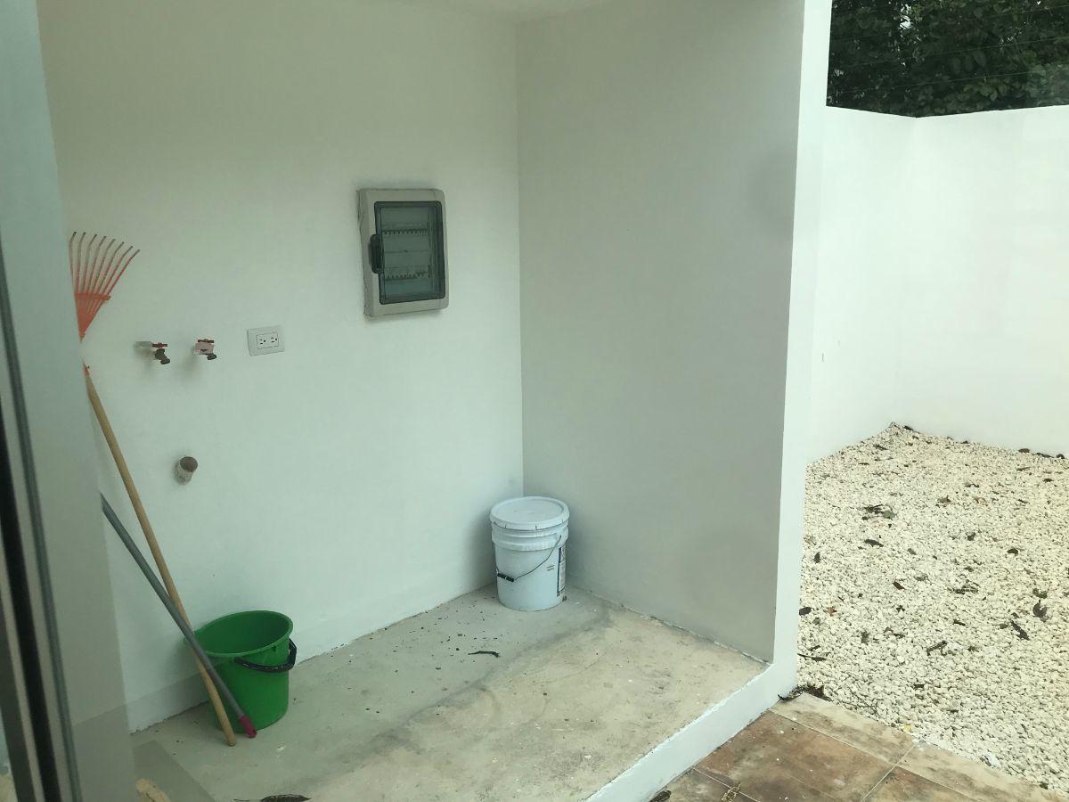 9 of 32: area de lavadora - secadora