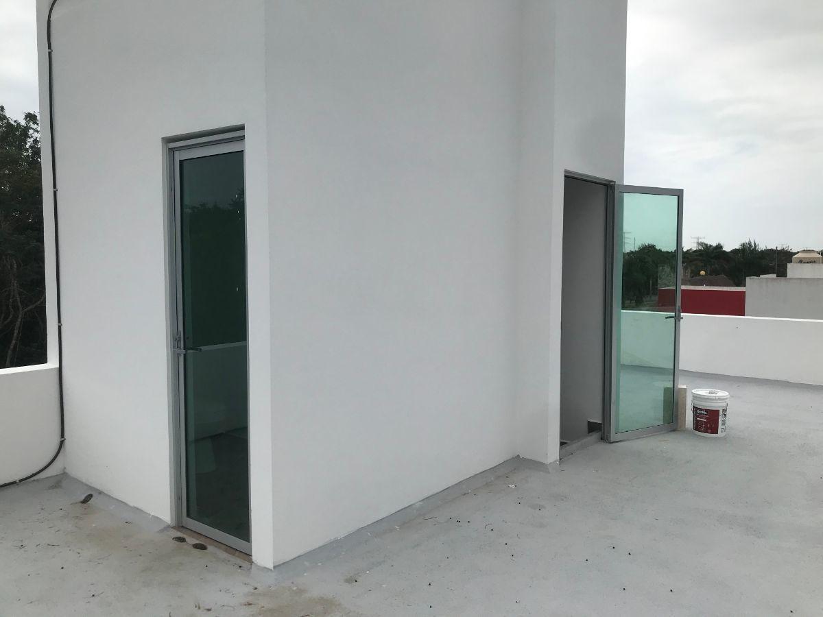 21 of 32: roof terrace con medio baño y regadera exterior