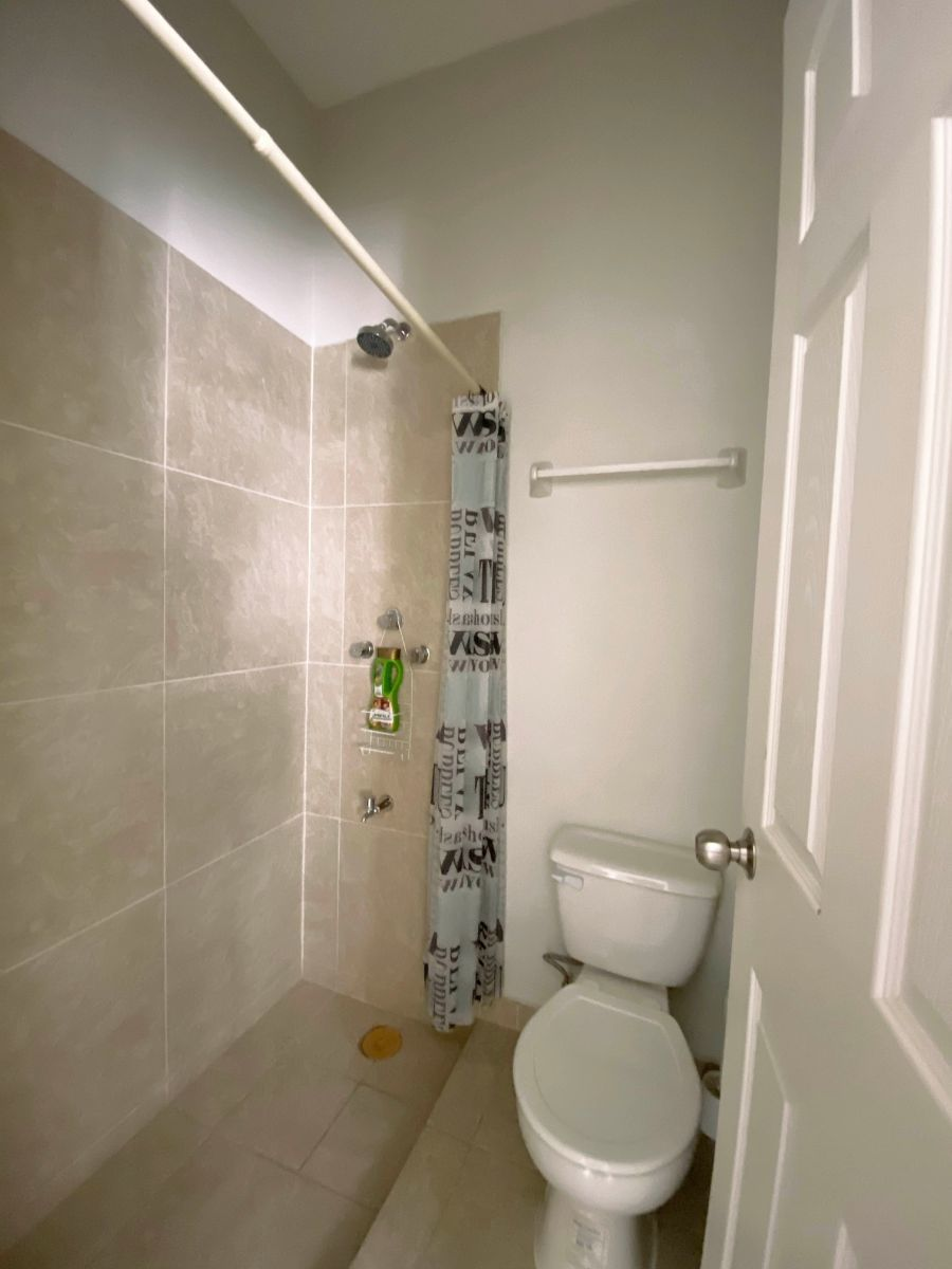28 de 34: Baño de cuarto de servicio