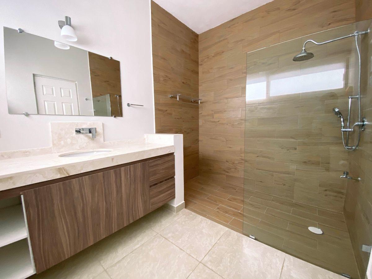 21 de 34: Baño principal