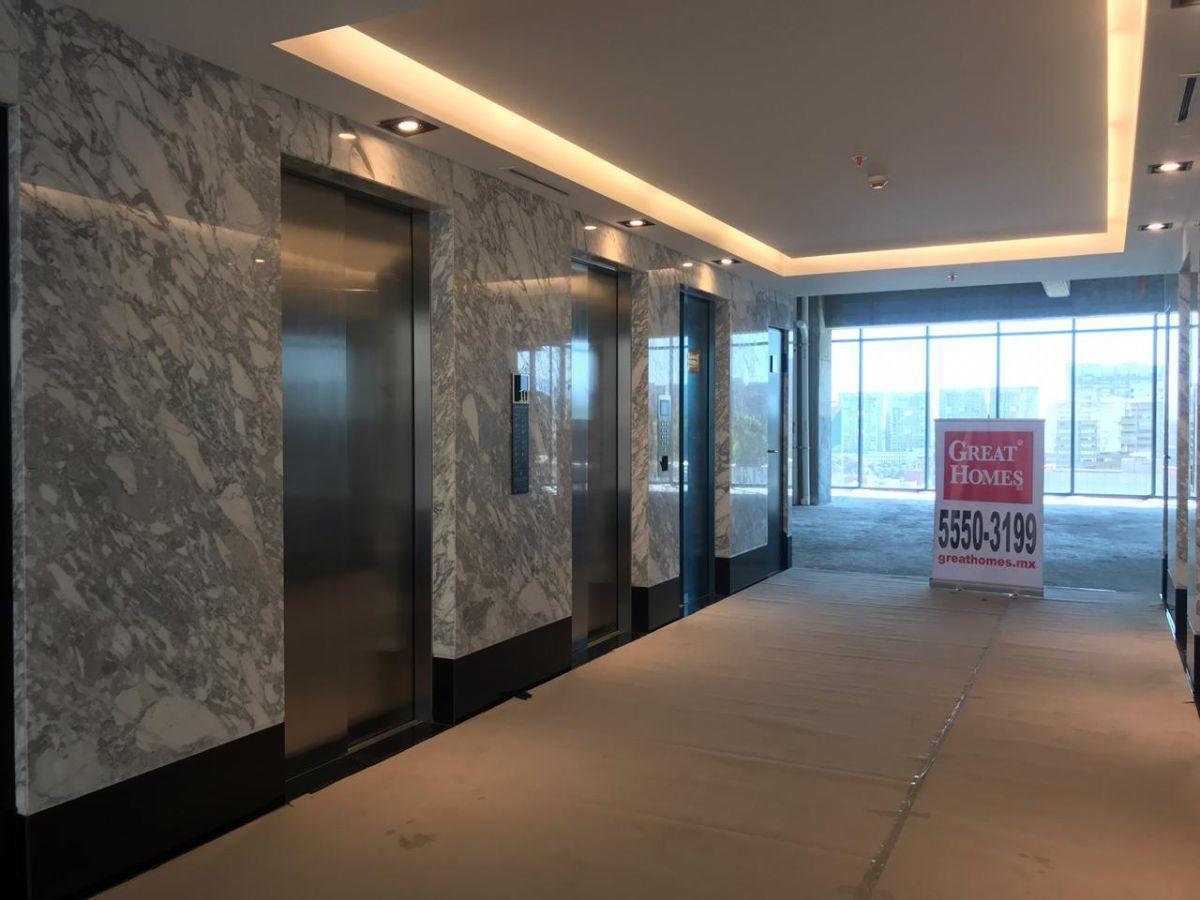 13 de 15: Vestíbulo de elevadores