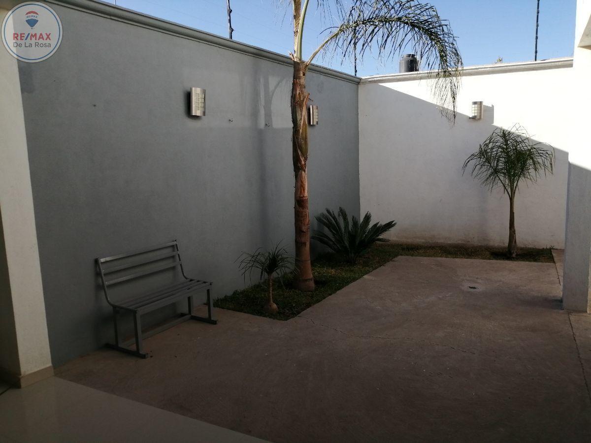 9 de 24: patio con jardin