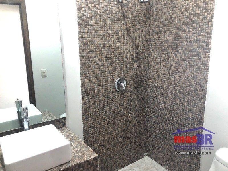 7 de 24: Baño cuarto de servicio