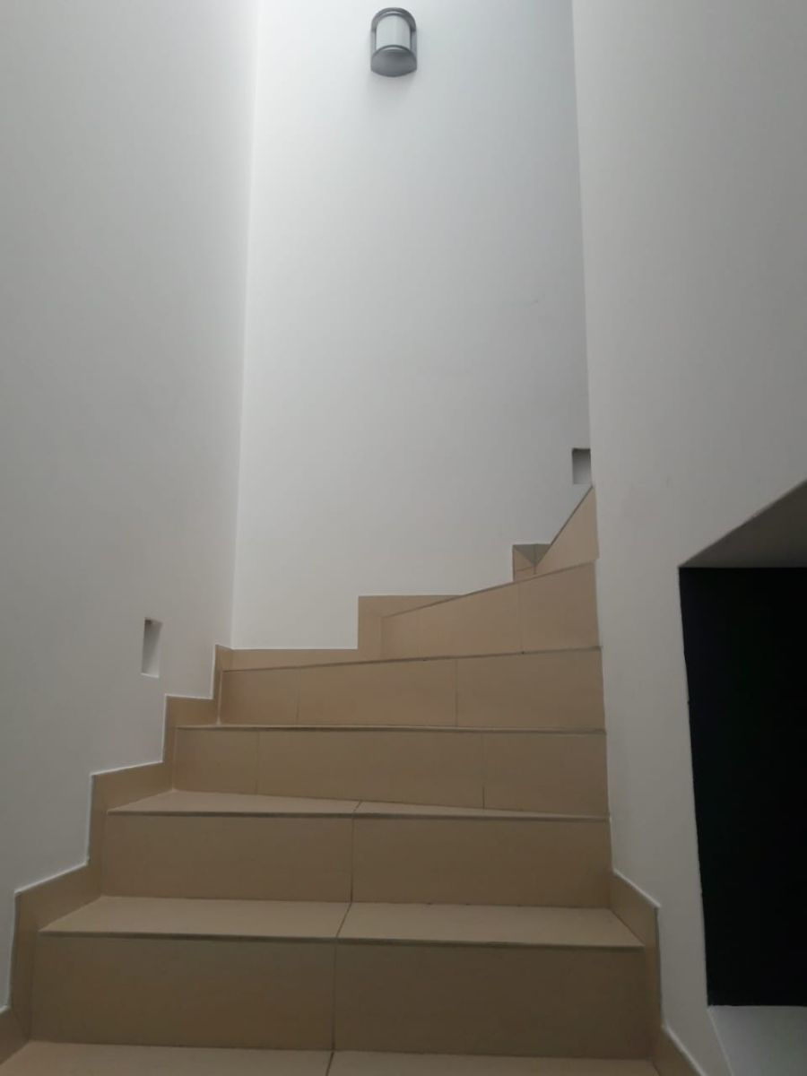 8 de 23: Escalera