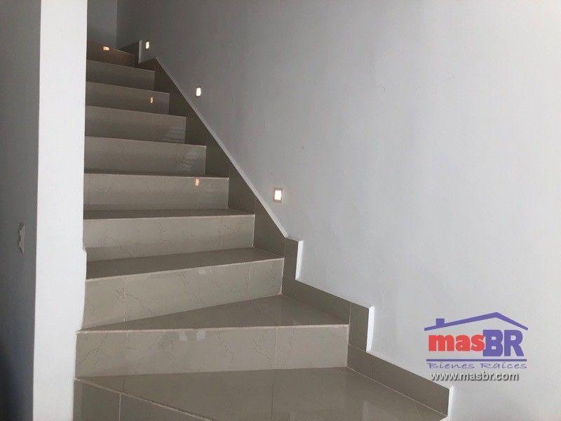 8 de 23: Escaleras