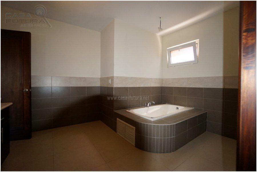 30 de 41: Jacuzzi en baño principal