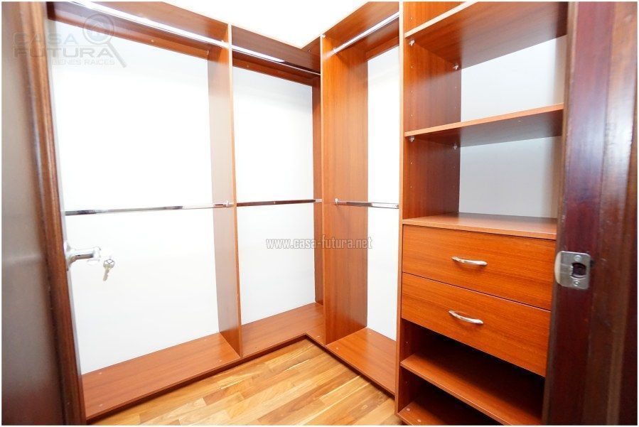 34 de 41: Walking closet en habitacion principal