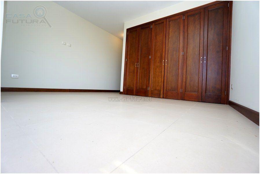 14 de 41: Dormitorio secundario con closet