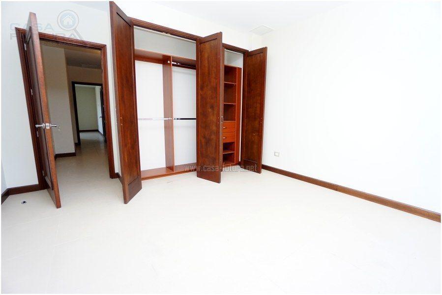 38 de 41: Dormitorio con closet
