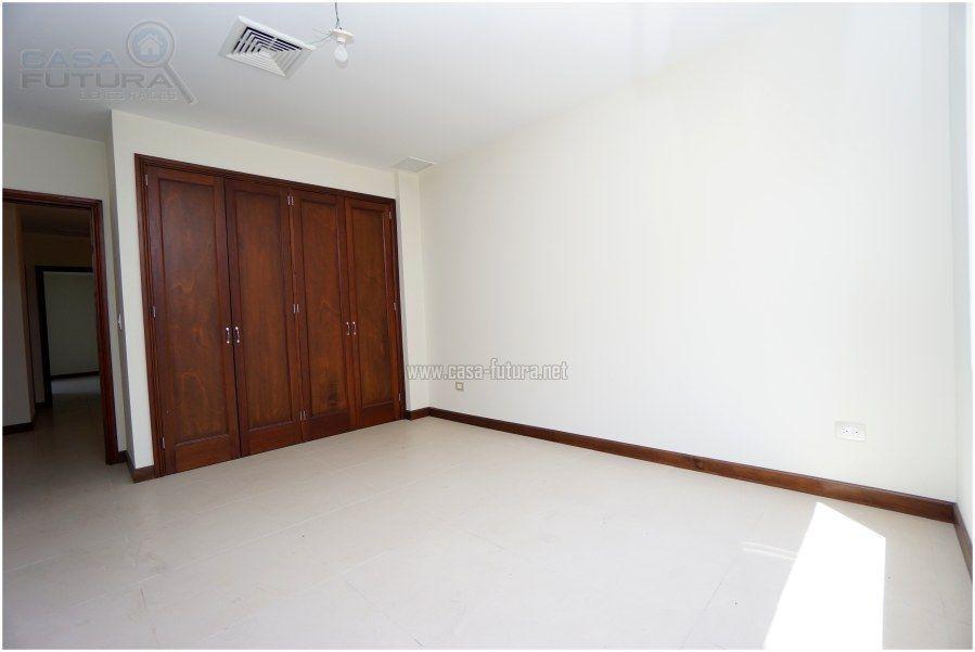 19 de 41: Dormitorio secundario con closet