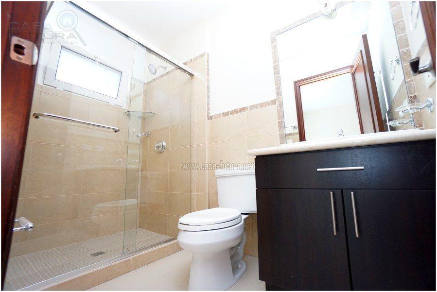 39 de 41: Baño completo de una de las habitaciones