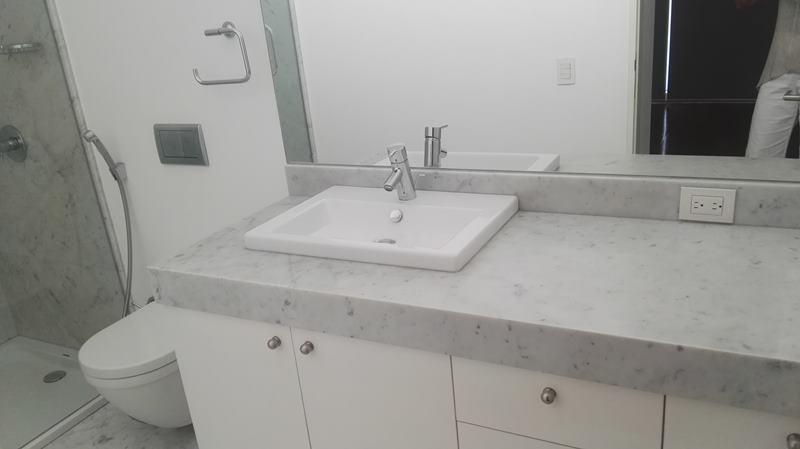 18 de 31: Baño de uno de los dormitorios secundarios finos acabados