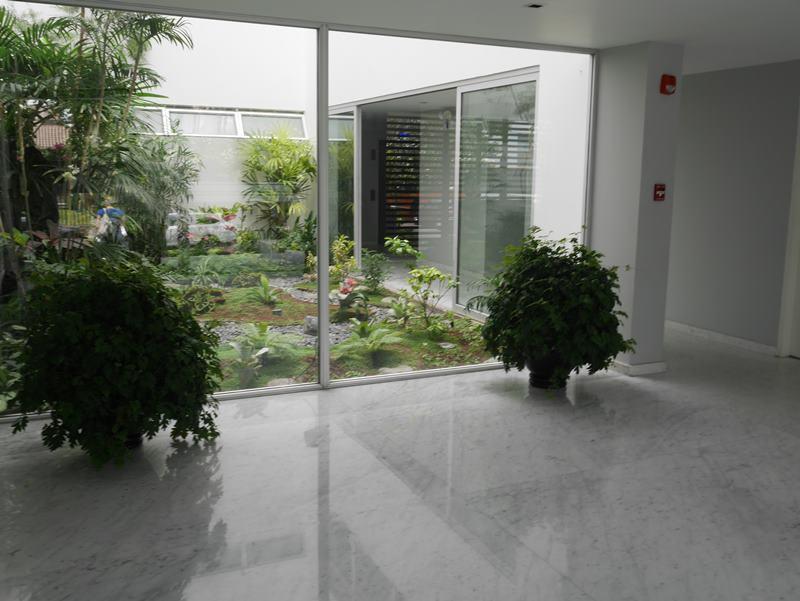 25 de 31: Lobby con finos acabados en mármol