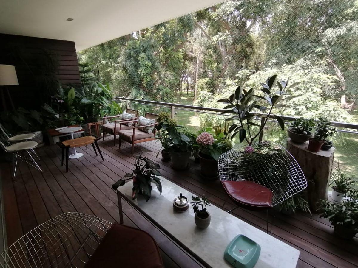 7 de 31: Dormitorio Principal con vista a parque y salida a terraza