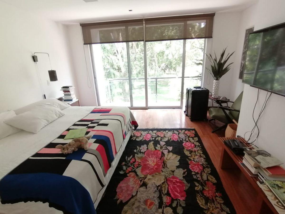 8 de 31: Dormitorio Principal con vista a parque y salida a terraza