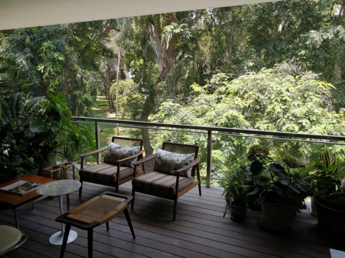 2 de 31: Dormitorio Principal con vista a parque y salida a terraza