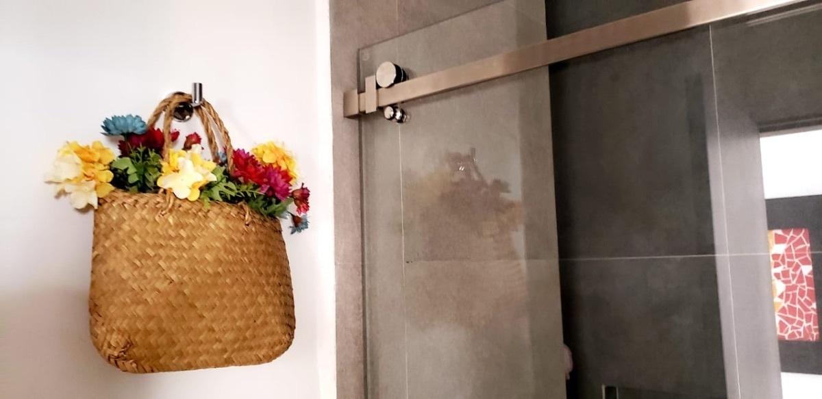 13 de 28: Detalle de baño