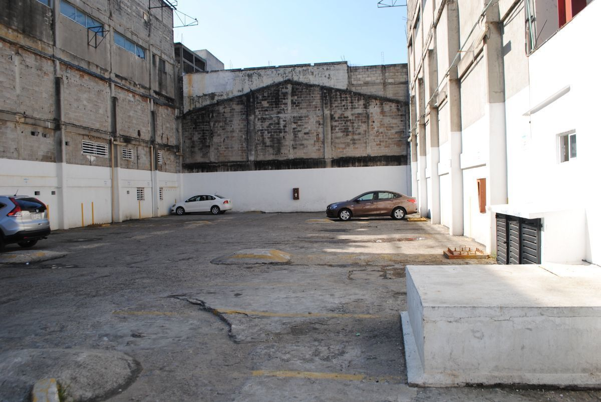9 de 11: 5 cajones de estacionamiento