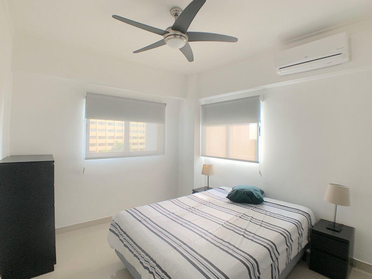 8 de 12: Habitación de buen tamaño y ventilación cruzada
