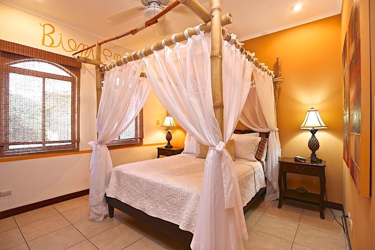 15 of 17: Guest Bedroom
