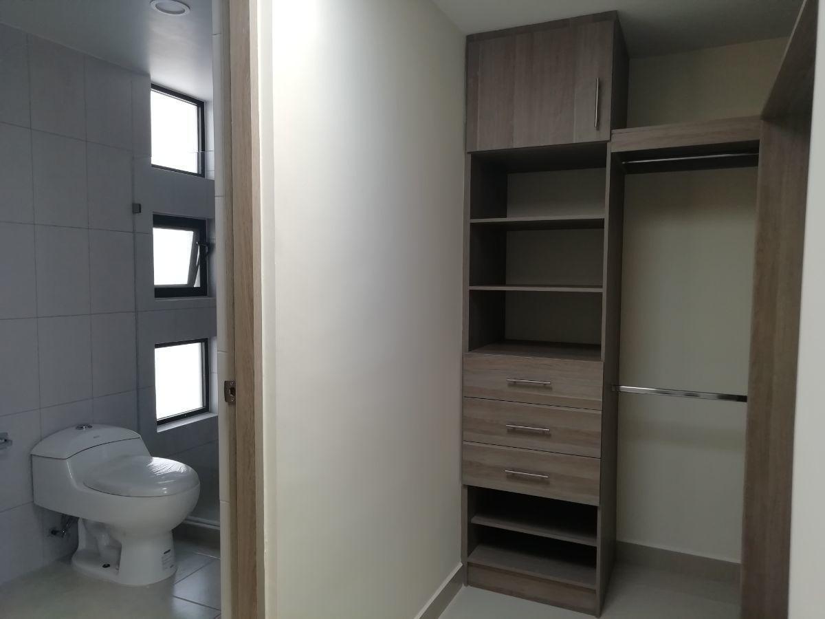 9 de 16: closet y baño
