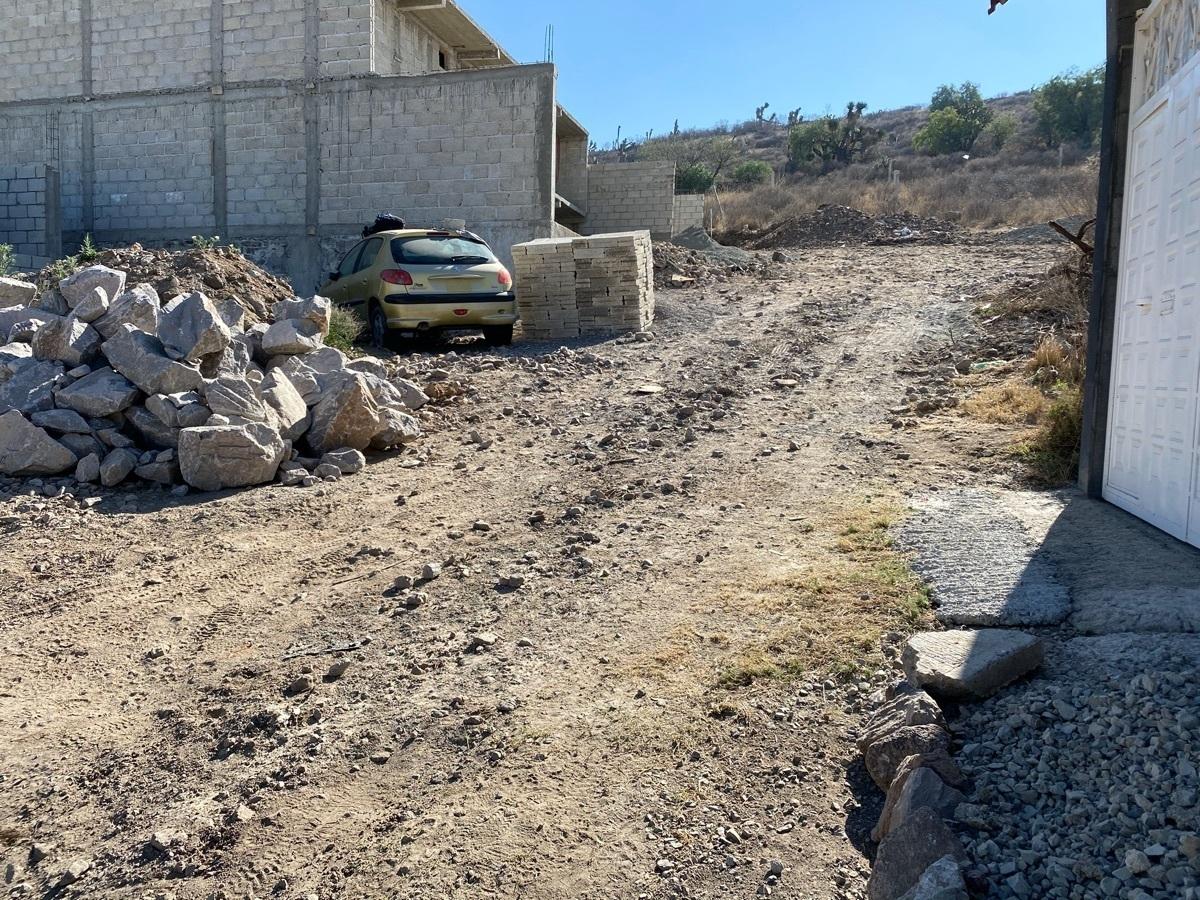 2 de 4: Terreno en venta a un costado de Colinas de Plata