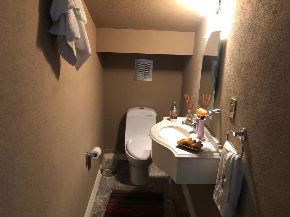 10 de 18: Baño de Visitas