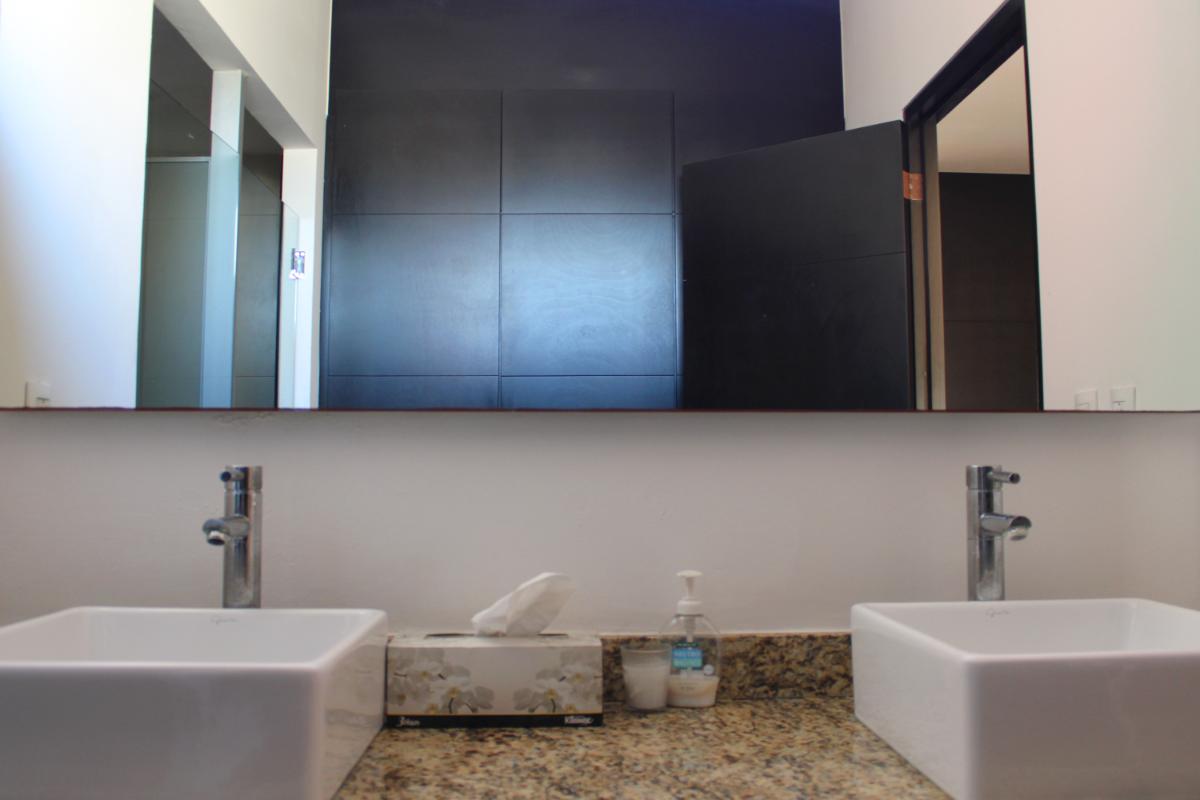 12 de 13: Doble lavabo en recámara principal