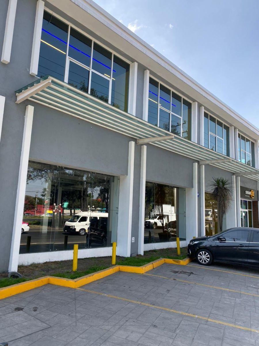 2 de 10: Fachada lateral Plaza