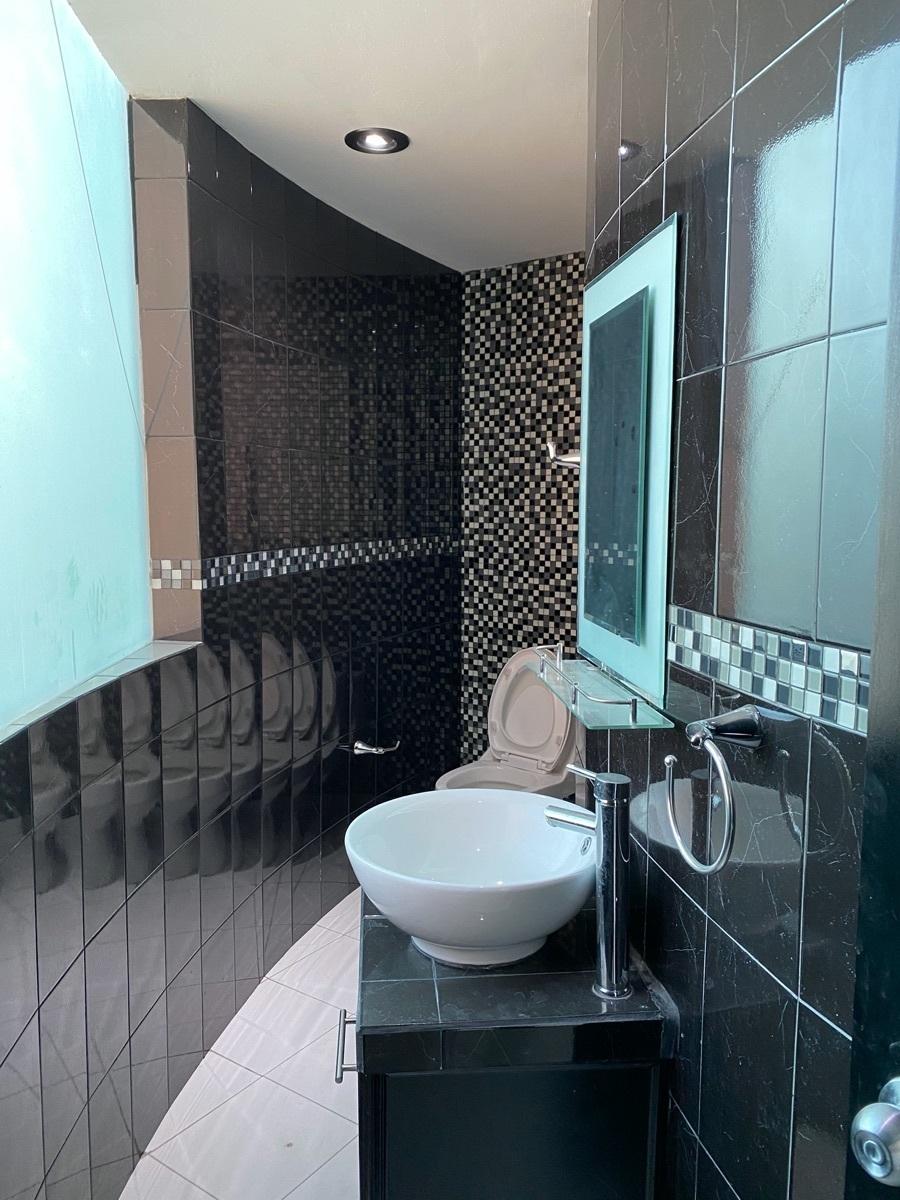 7 de 22: Renta Casa en La Moraleja Pachuca - Baño de visitas
