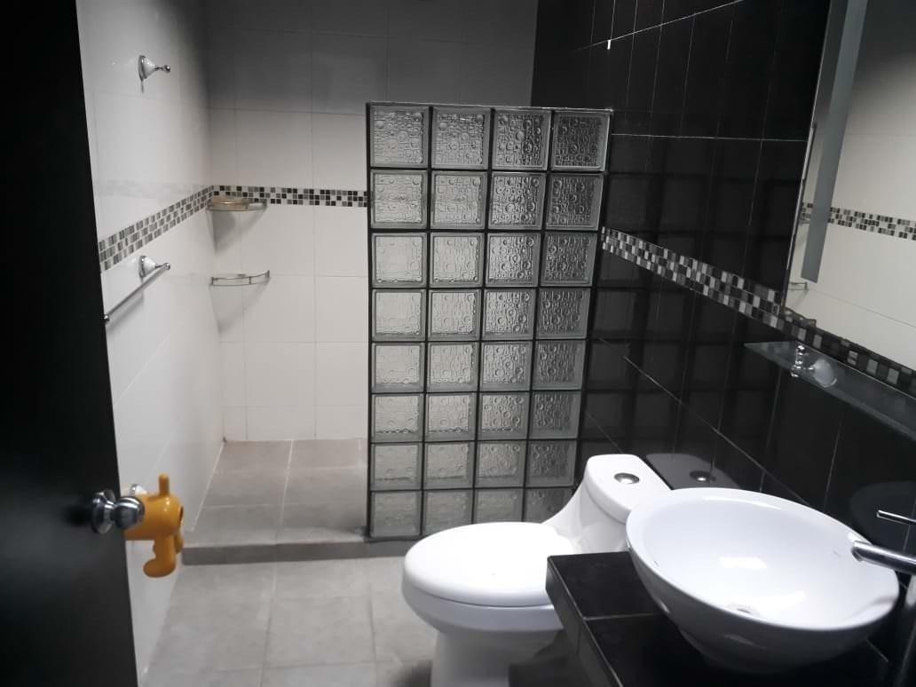 15 de 22: Se Venda bonita y cómoda casa en La Moraleja