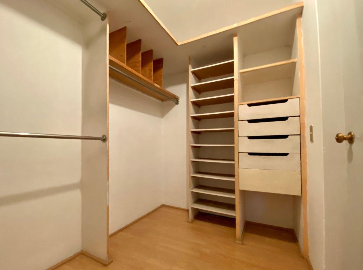 7 de 16: Closet cuarto 2