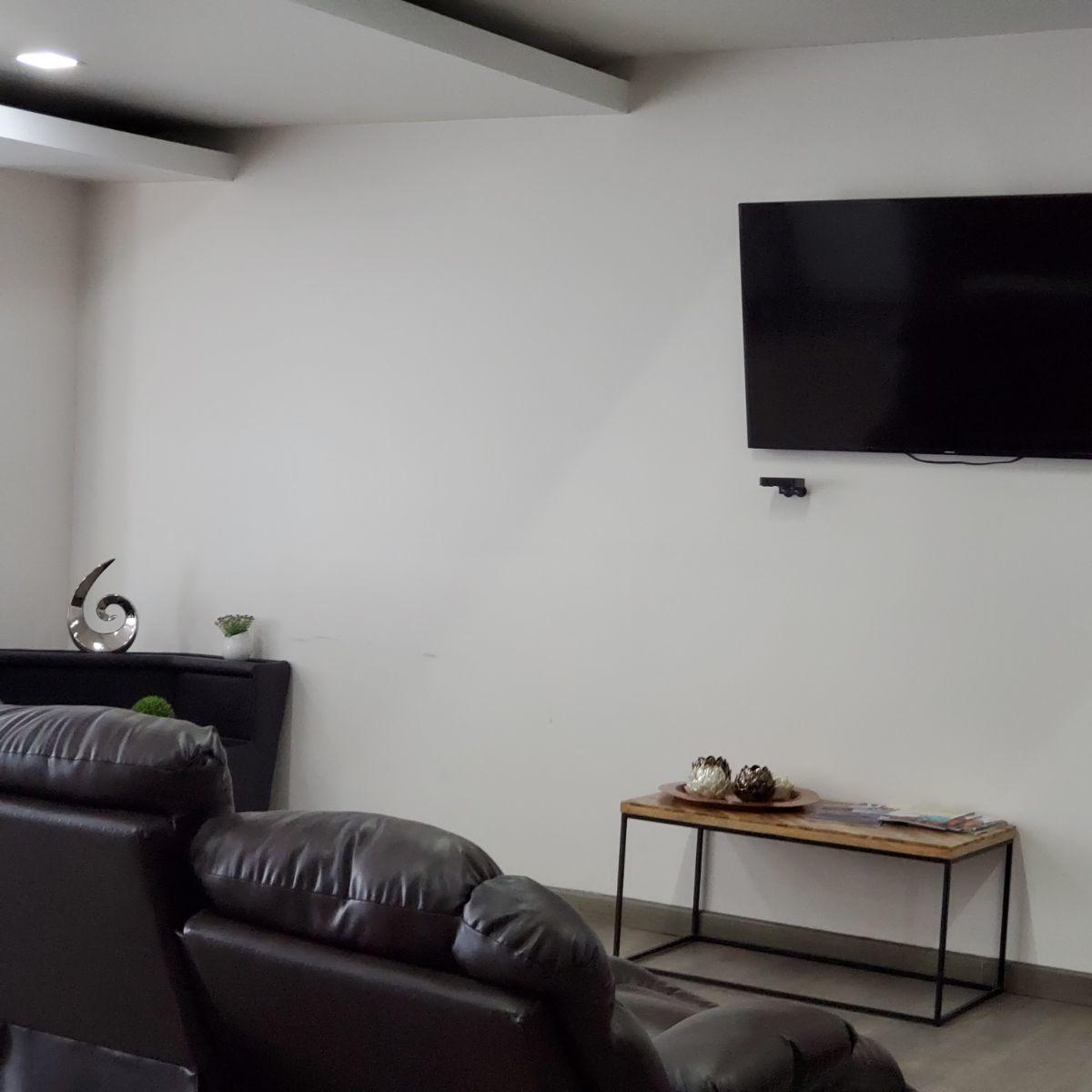 29 de 45: recepción con pantalla TV