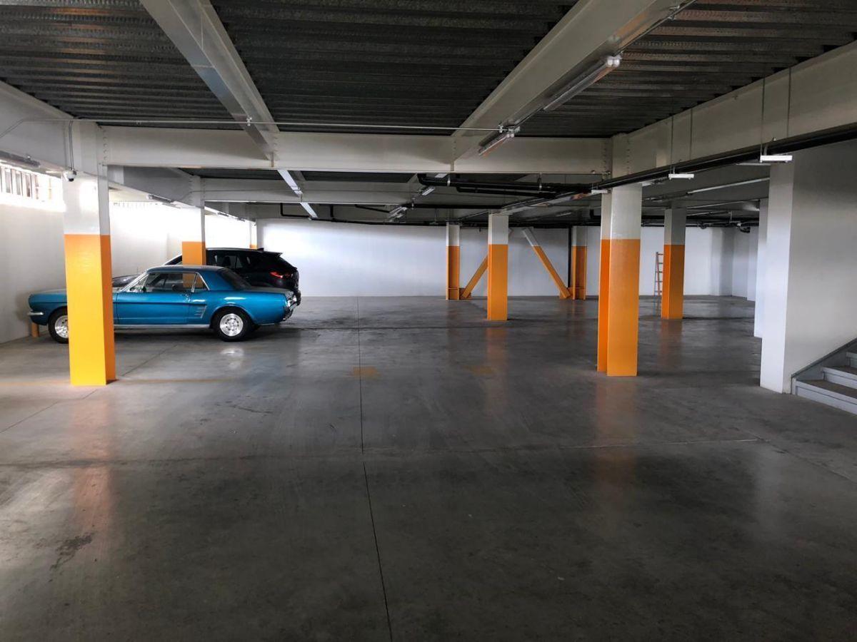 45 de 45: Estacionamiento entrada