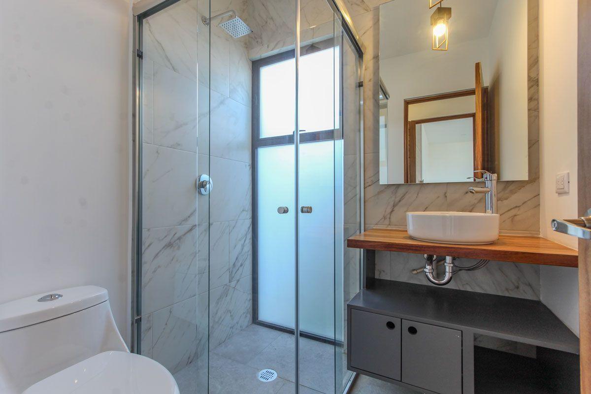 8 de 18: Baño planta baja con ventilación natural.