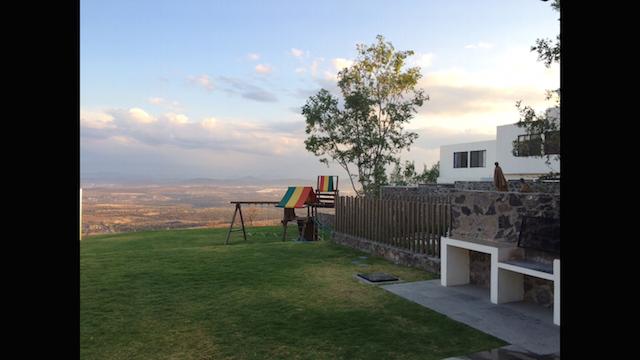 28 de 31: Asador y juegos de uso común, con vistas a Querétaro