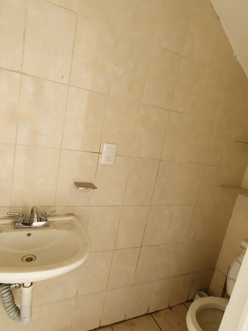 4 de 10: Medio baño, planta baja
