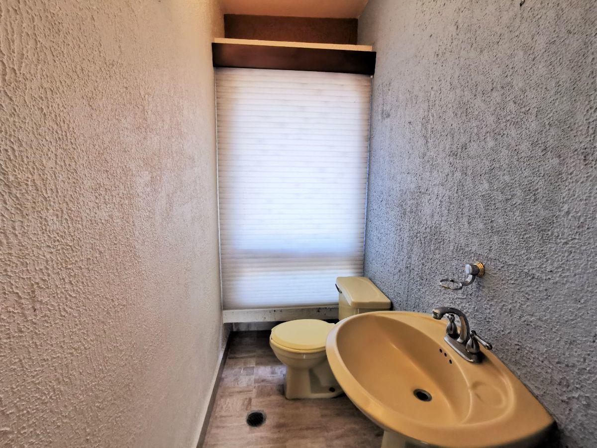 34 de 40: Medio baño de estudios