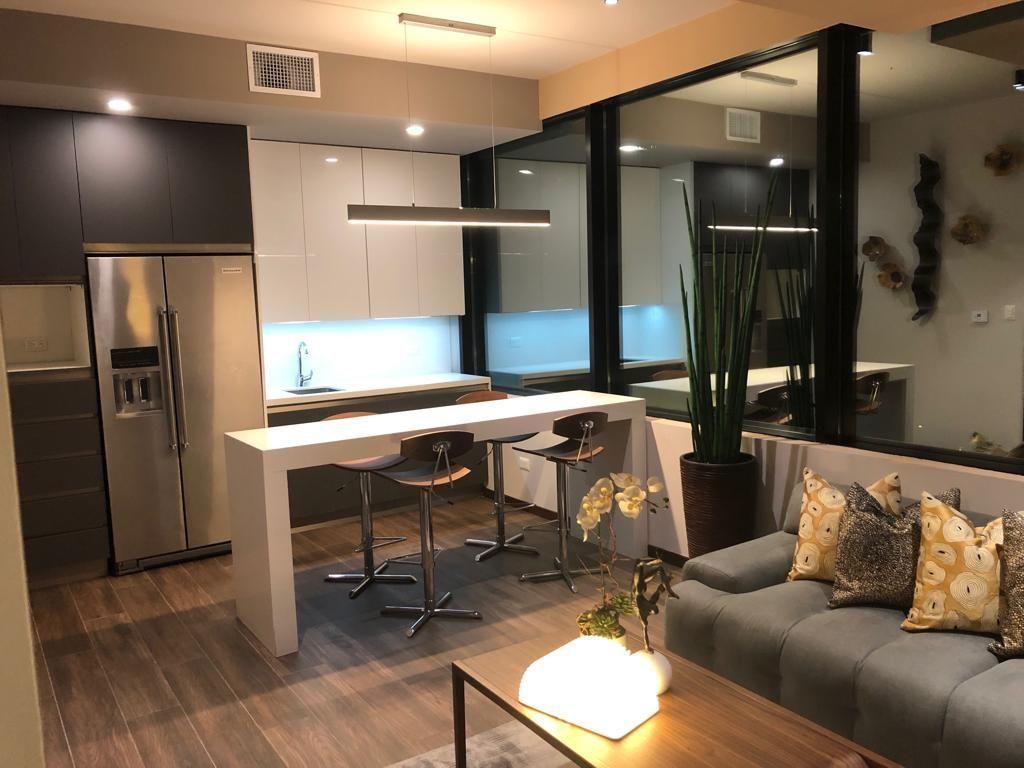 5 de 16: Cocina premium con gabinetes hasta el techo