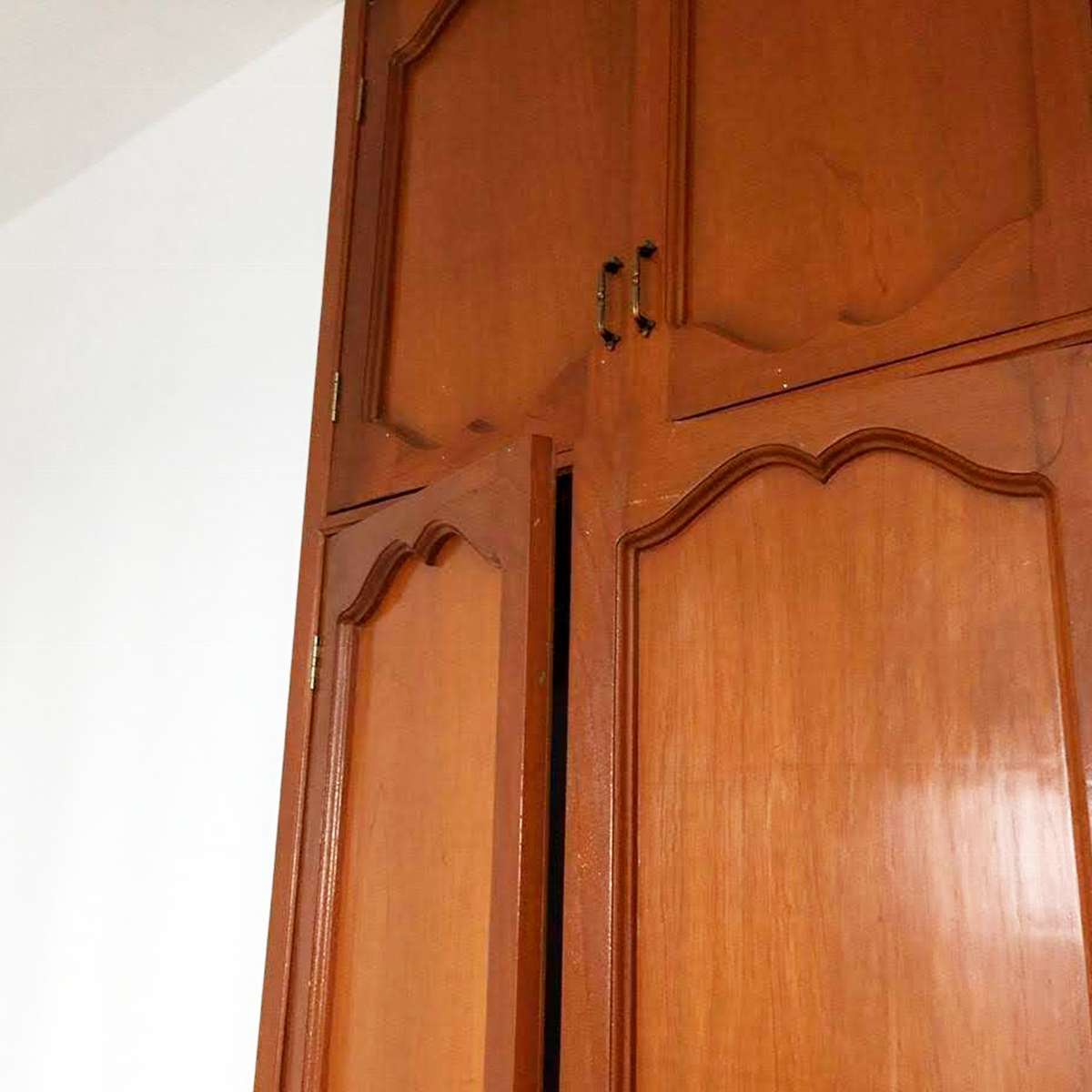 6 de 8: Closet de madera listo para ser utilziados