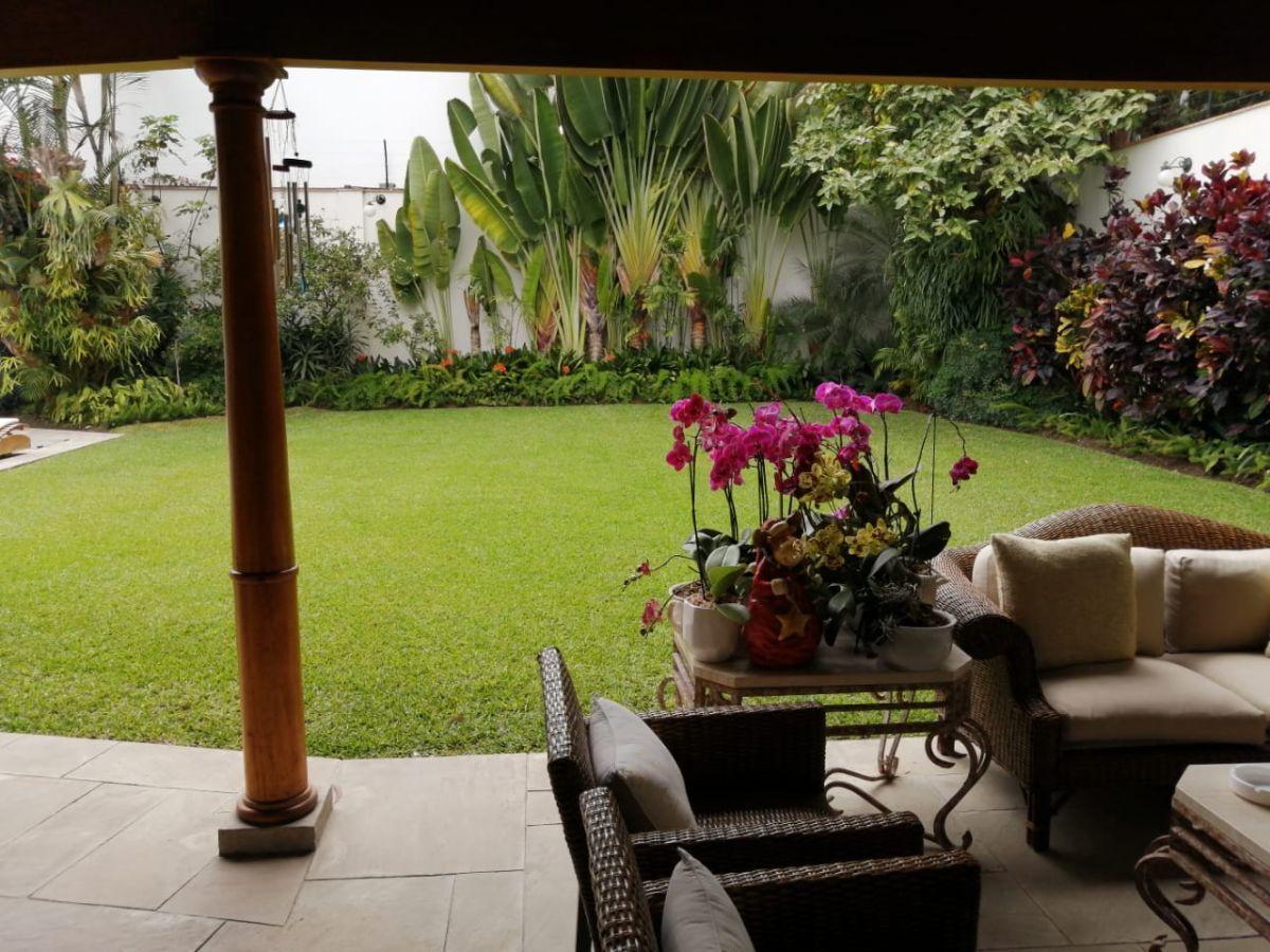 8 de 12: Hermoso Jardín, gran terraza y piscina con vista Boulevard
