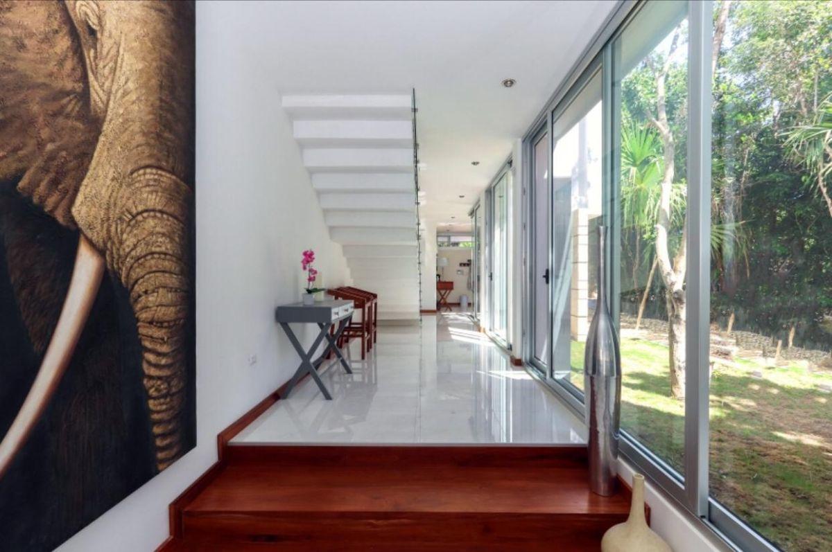 5 de 31: LUXURY-HOME-FOR-SALE-BEACH-COMMUNITY-PLAYA-DEL-CARMEN-MEXICO